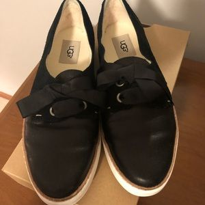 UGG WOMENS CARILYN  leather suede flats 9.5